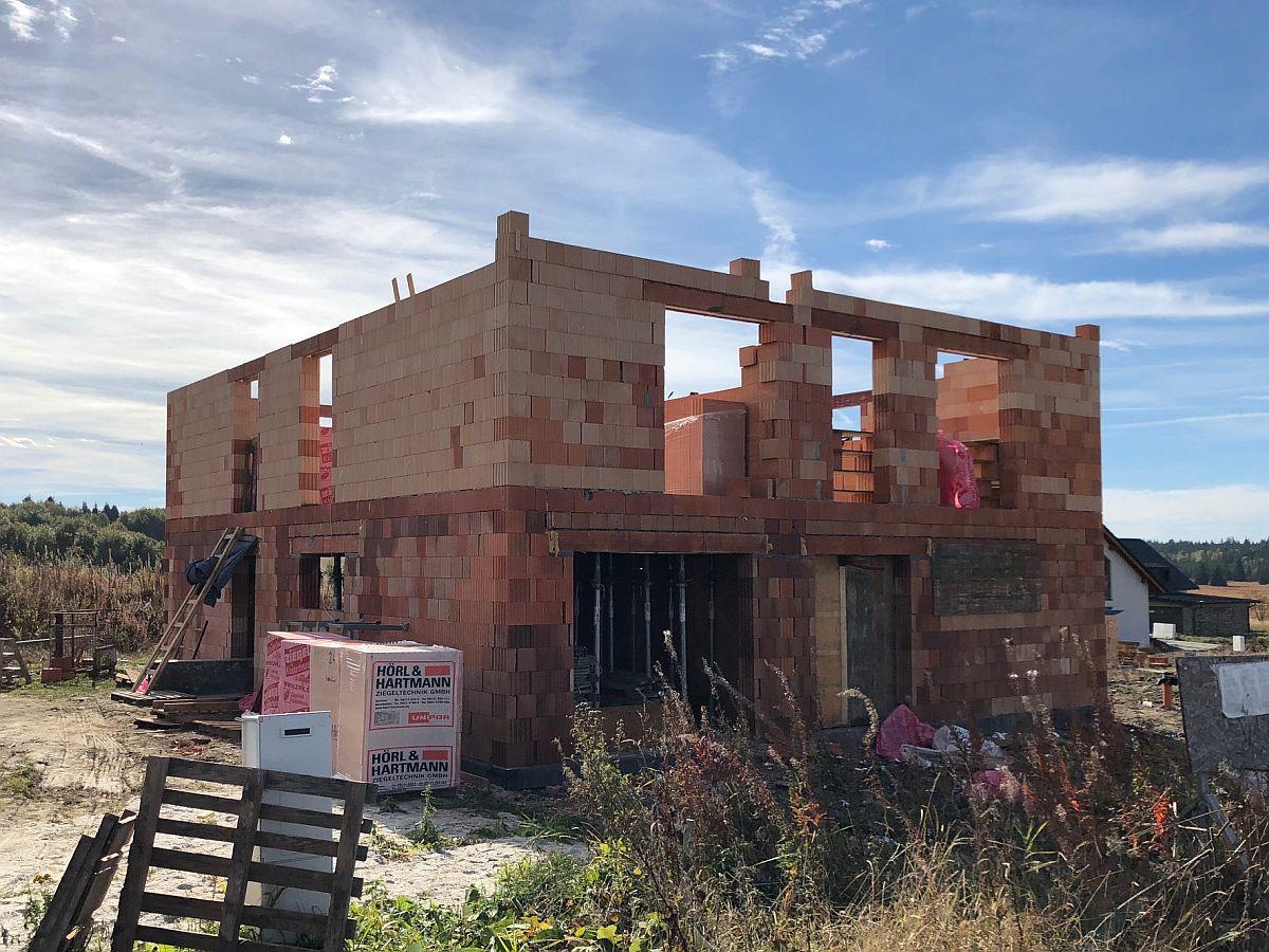 Stavba bytů na Božím Daru - říjen 2018, hrubá stavba patra, celkový pohled