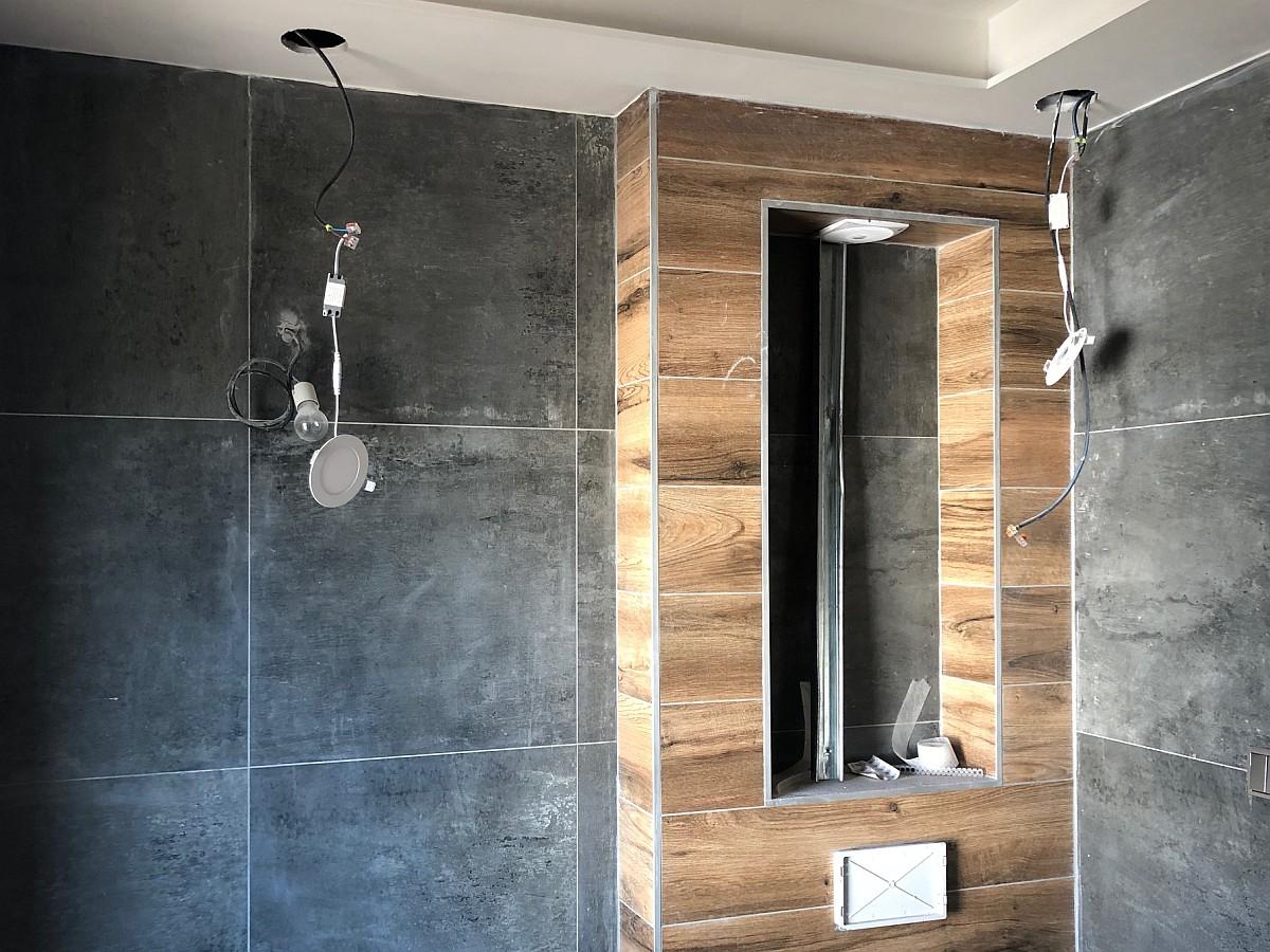 Obklady WC, instalace osvětlení