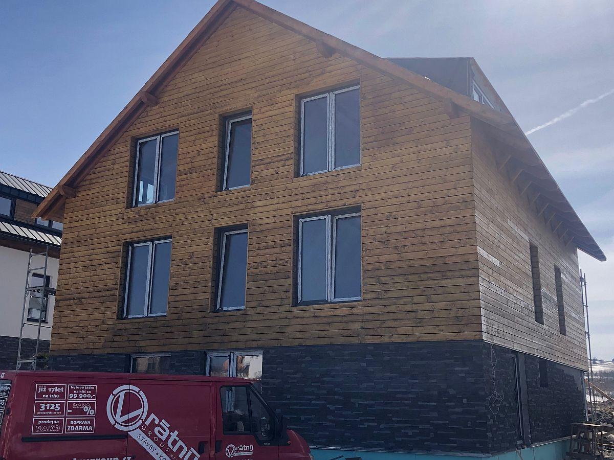 Dřevěný obklad domu