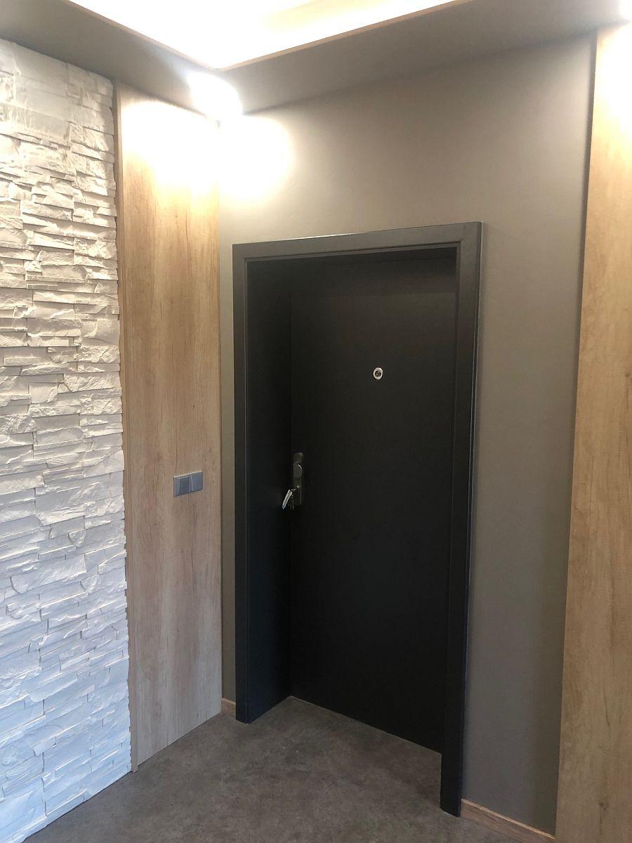 Společná chodba se vstupem do apartmánu
