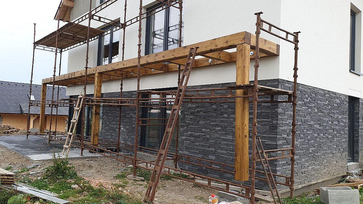 Byty Boží Dar - montáž balkonu 2