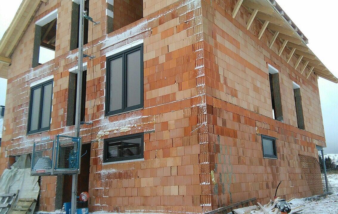 Byty Boží Dar - montujeme okna