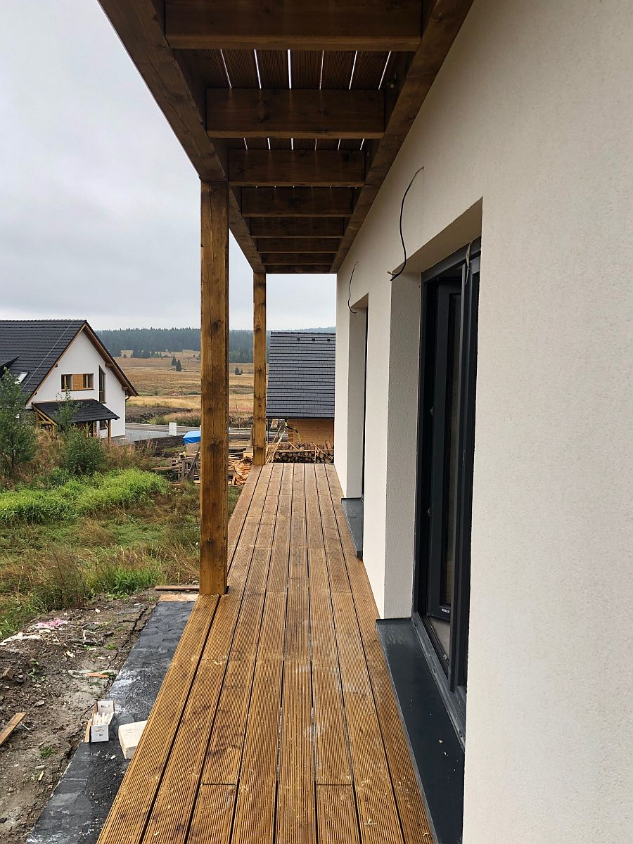 Byty Boží Dar - osazené balkony