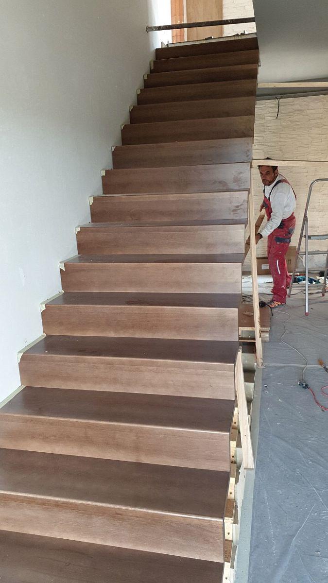 Byty Boží Dar - schodiště a chodba 3