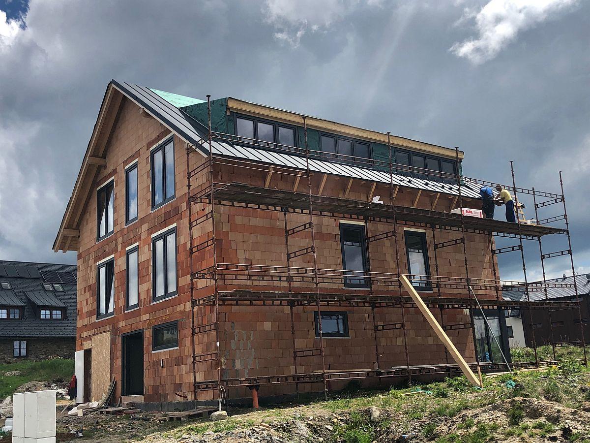 Pokrývka střechy a přípravy pro fasádu