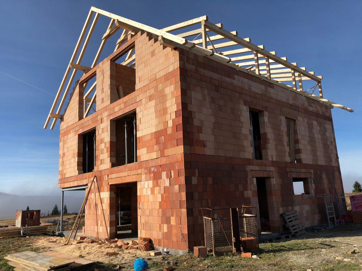 Stavba krovů pro byty na Božím Daru - listopad 2018 2