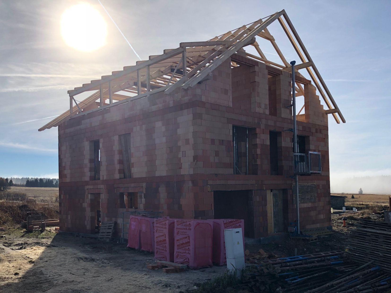 Stavba krovů pro byty na Božím Daru - listopad 2018 a ukázka krásného podzimu na horách